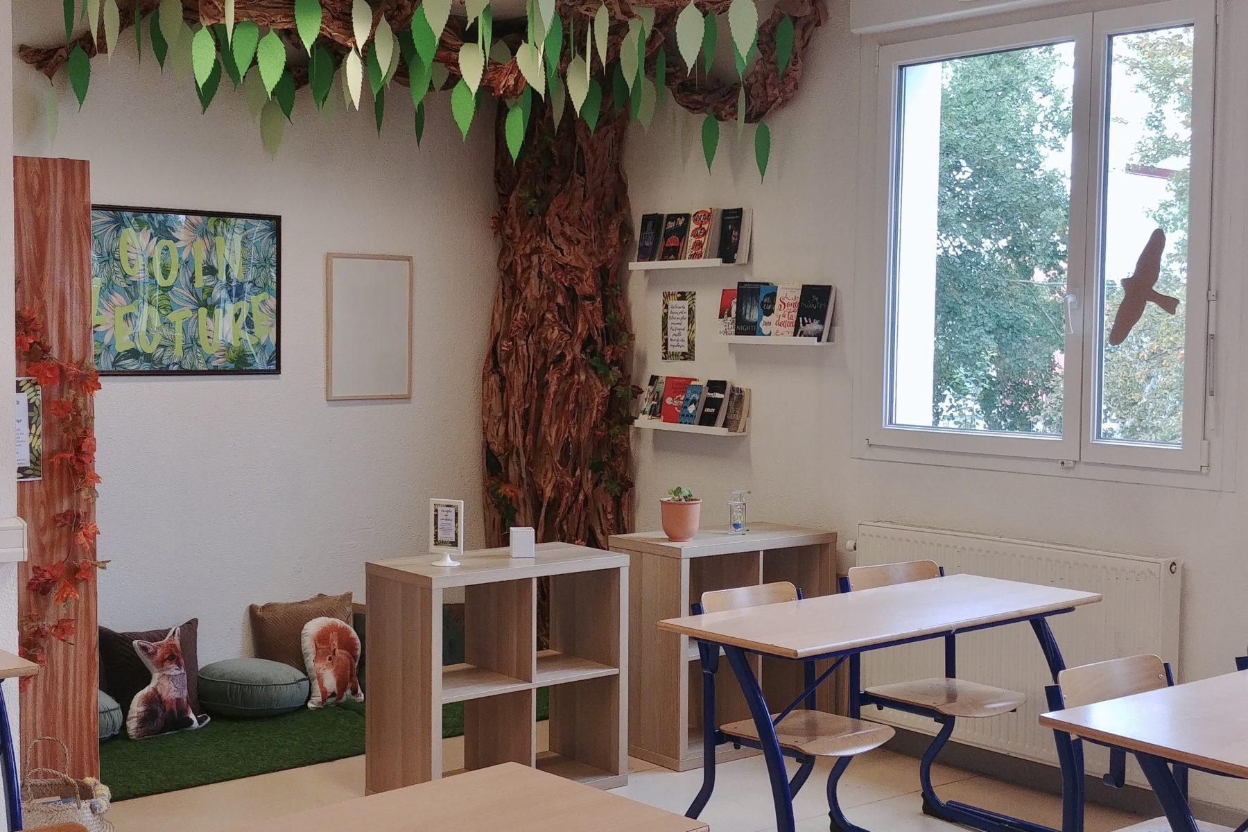 reading corner in classroom tree read books school salle de classe cdi coin lecture