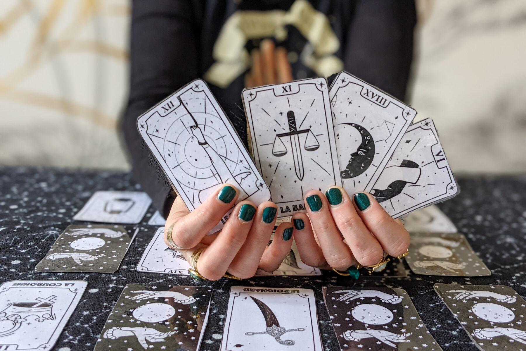 jeu de tarot à découper la bande à baudelaire divination conjugaison cartomancie cours de français